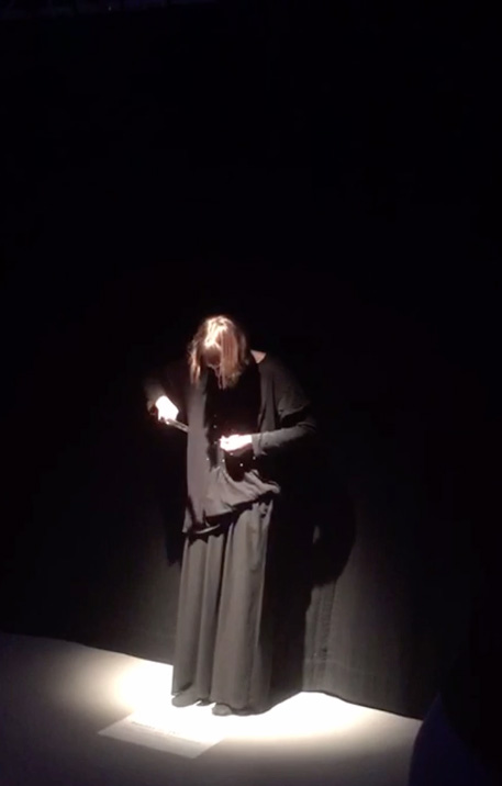 50 nails are hammered : Performance : Fluxus : Nadia Leonhard